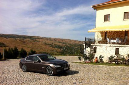 Noul BMW Seria 7 a ajuns și la Buzău. În vizită la crama LacertA Winery