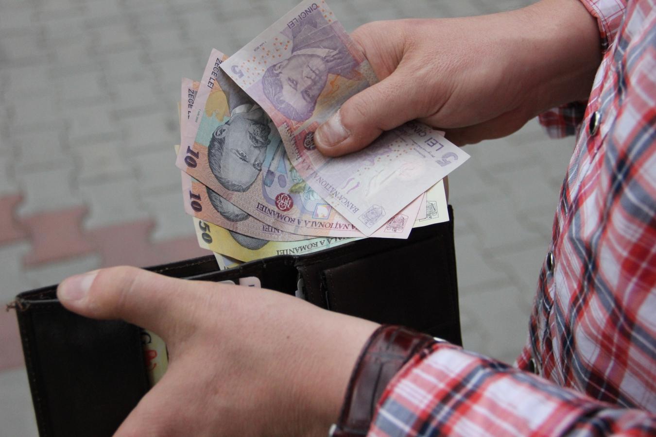 Salariu minim pe economie de 1.000 de lei pentru bugetari din 2014